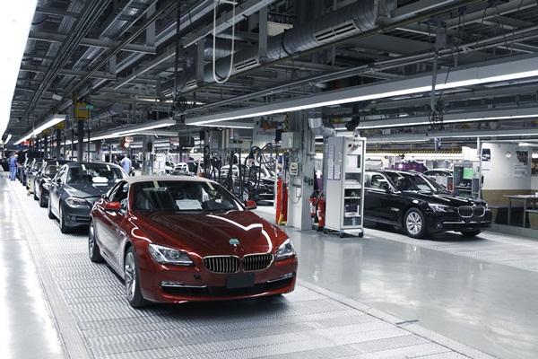 Bmw Mercedes To Shorten Christmas Breaks As Sales Rebound