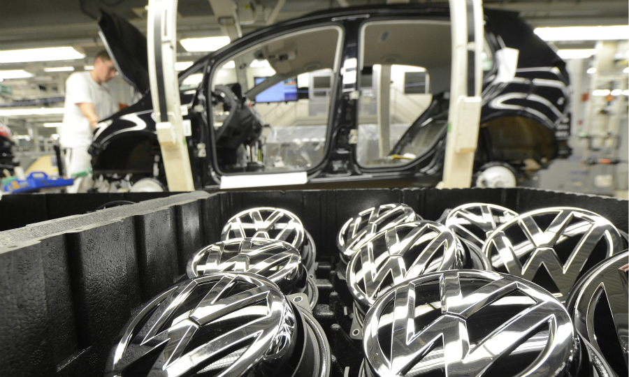 Hard Brexit threatens auto-industry jobs in Germany, study says