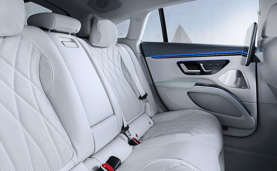 06-mb-eqs-interior-back-seat.jpg