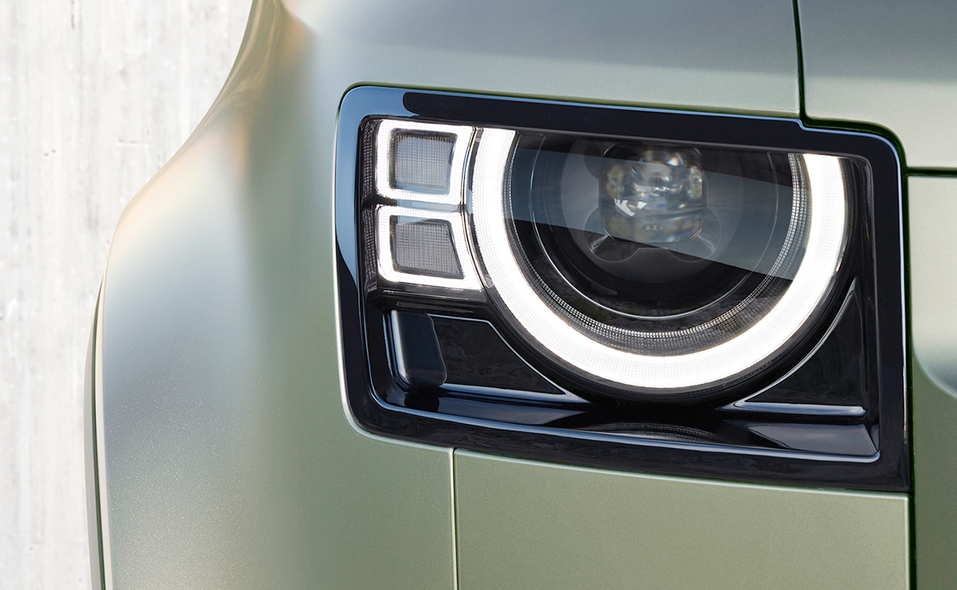 2020_lr_defender_front_headlamp_detail_20.jpg