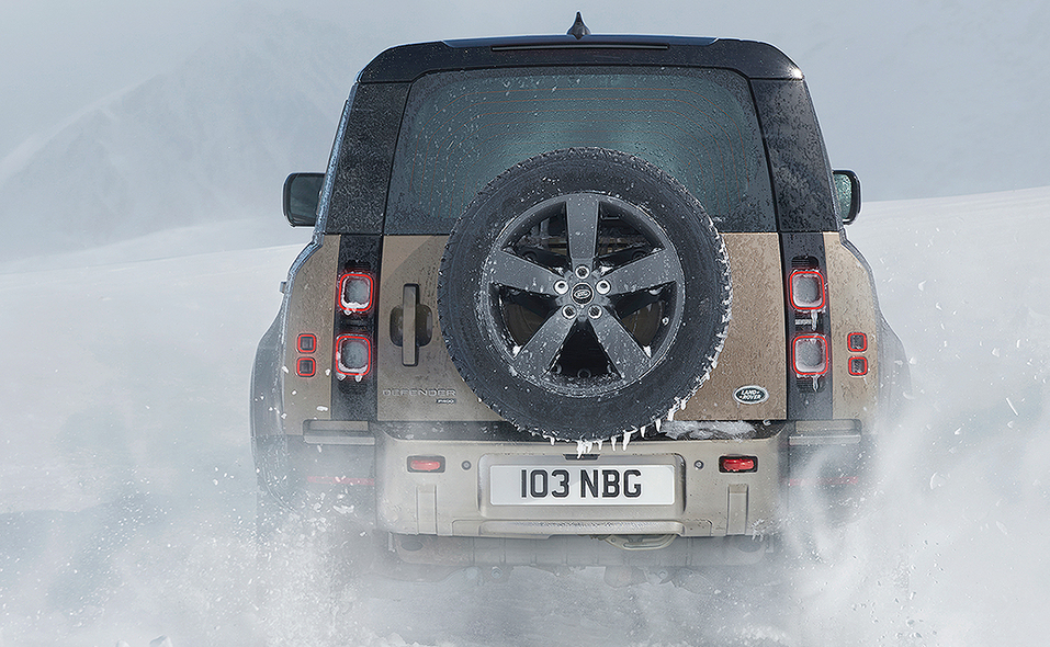 2020_lr_defender_rear_moving_snow_15.jpg