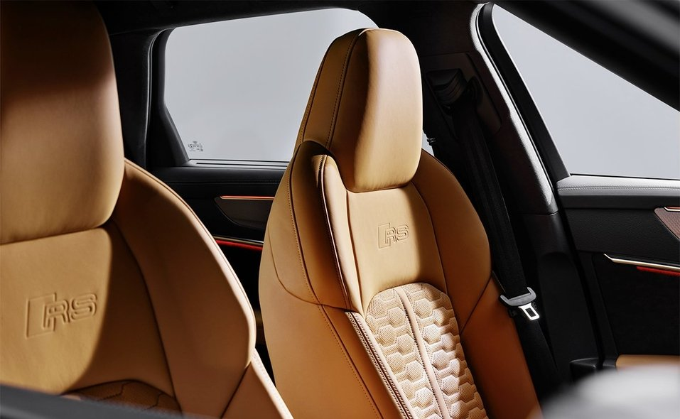 audi-rs-6-partial-door-jam-still-9.jpg