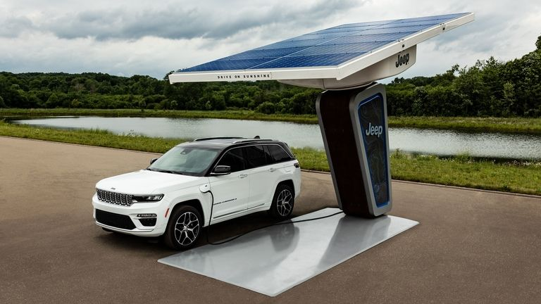 Jeep Grand Cherokee 4xe plug-in hybrid at a charging station