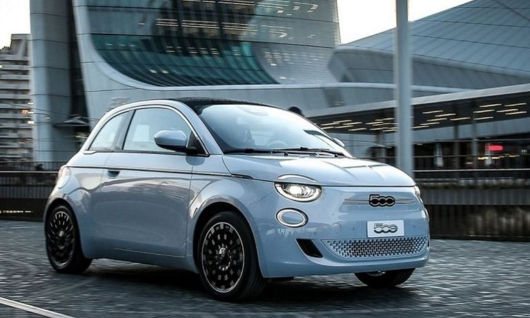 Fiat plans optional third door for 500 electric car