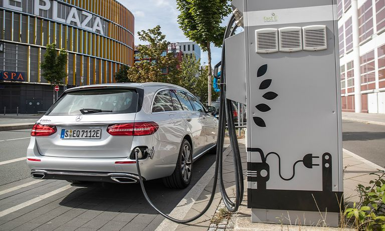 Plug-in hybrids underdeliver on CO2 promise, report says