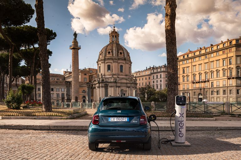 Less expensive Fiat New 500 EVs due in October