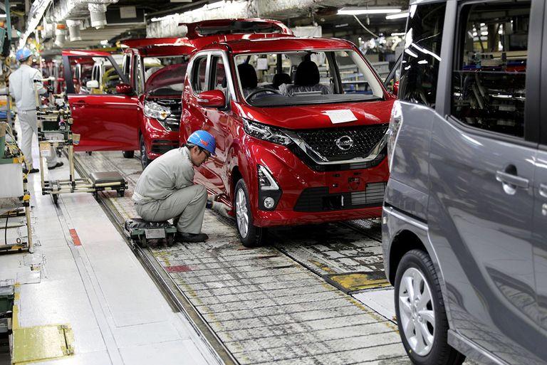Nissan production Japan-MAIN.jpg
