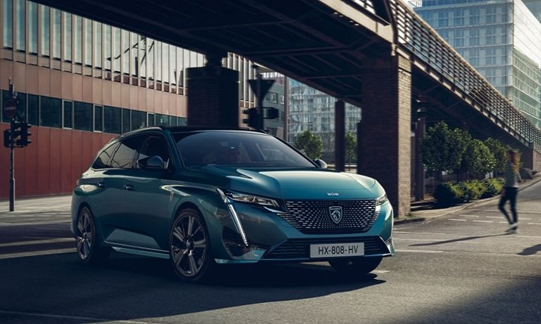 Peugeot 308 wagon adds plug-in hybrid versions