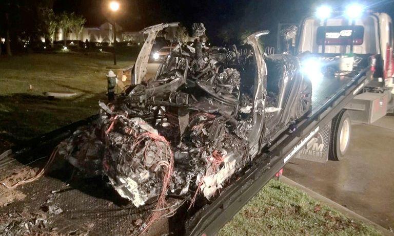 Roundup-Tesla-crash.jpg