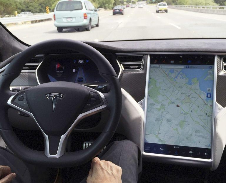 Tesla self drive rtrs web_0.jpg
