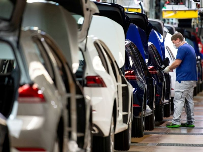 Daimler and VW cut working hours on chip shortage