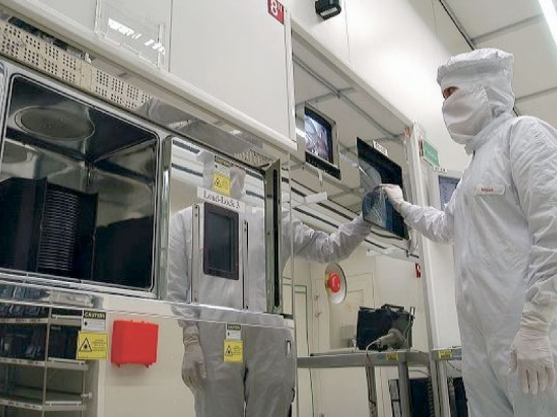 Chipmaker Infineon to keep cash for acquisition opportunities