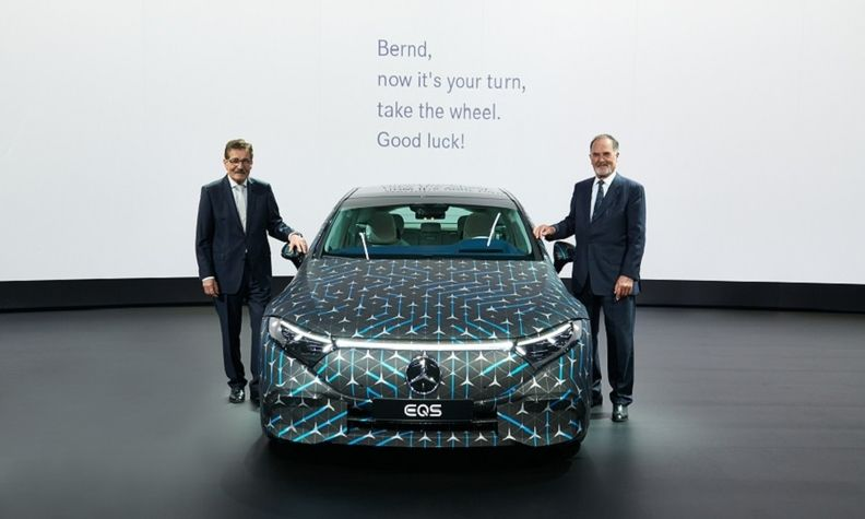 Daimler's new chairman, Bernd Pischetsrieder, with Manfred Bischoff