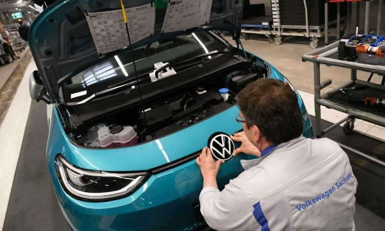 Why VW, GM should consider spinning off EVs to catch Tesla