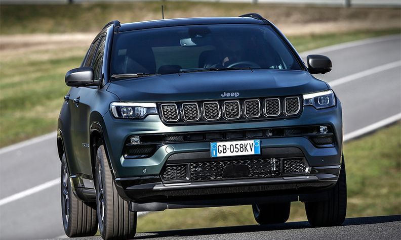 Jeep Compass plug-in hybrid front view 2021