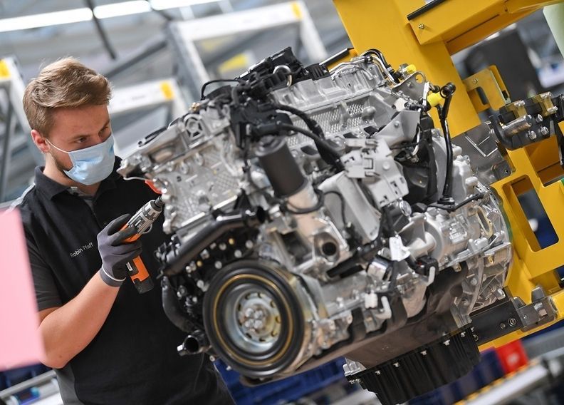 Mercedes S-class engine production at Bad Cannstatt