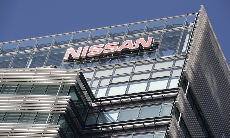 Which board members pushed for Nissan CEO Hiroto Saikawa's
