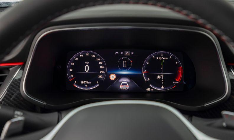 Renault Arkana driver's screen.jpg