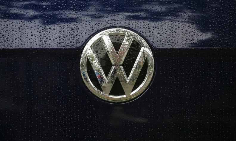 VW badge silver bb web.jpg
