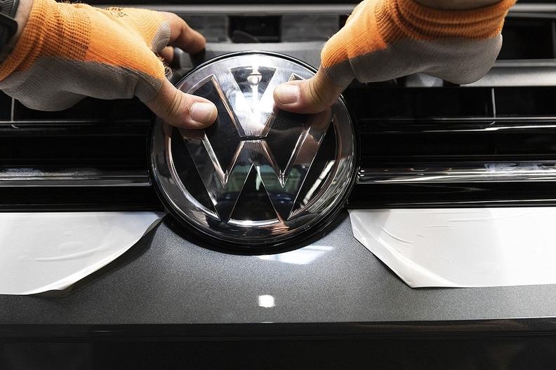Volkswagen.badge_.jpg
