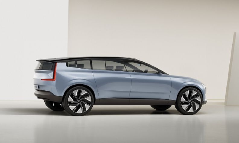 Volvo's Concept Recharge previews the automaker's the electric-only XC90 successor.