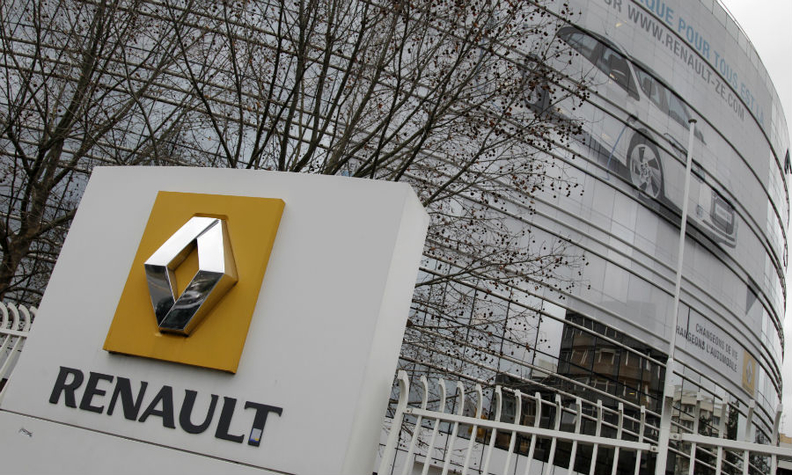 PARIS -- Renault has alerted French prosecutors to payments made by former  head Carlos Ghosn to a Renault-Nissan distributor in Oman following reports  that ...